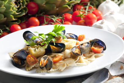pasta with mussels, artichokes and cherry tomatoes