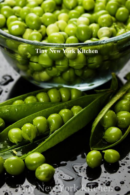 Sautéed Peas With Garlic