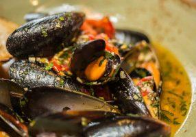 Fresh Mussels With Saffron & Lemon