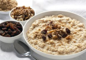 Oatmeal With Raisins & Maple Cream