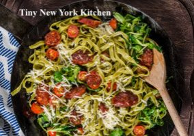 Pasta With Sun-Dried Tomatoes, Sausage & Spinach